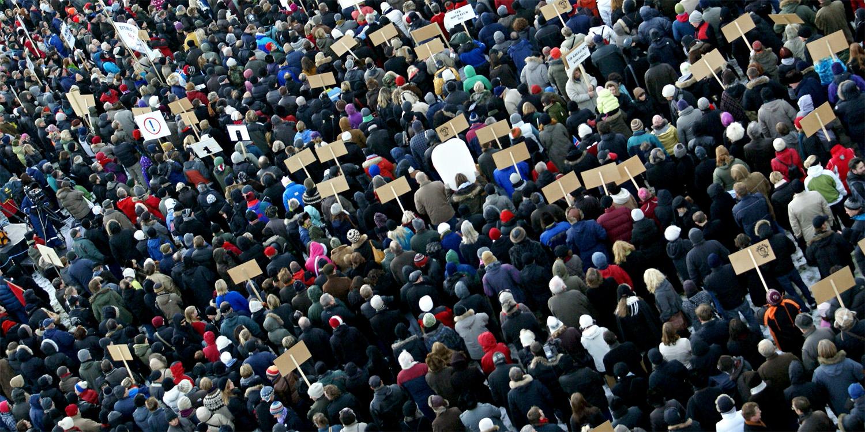 Miles de personas en la calle durante la crisis finaciera de Islandia